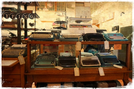 typewriters-at-oblation-papers-press-1